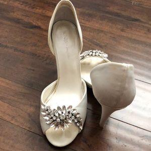 Cream White peep toe heel w crystal embellishment